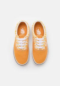 Vans - ERA UNISEX - Trainers - golden nugget/saffron - 3
