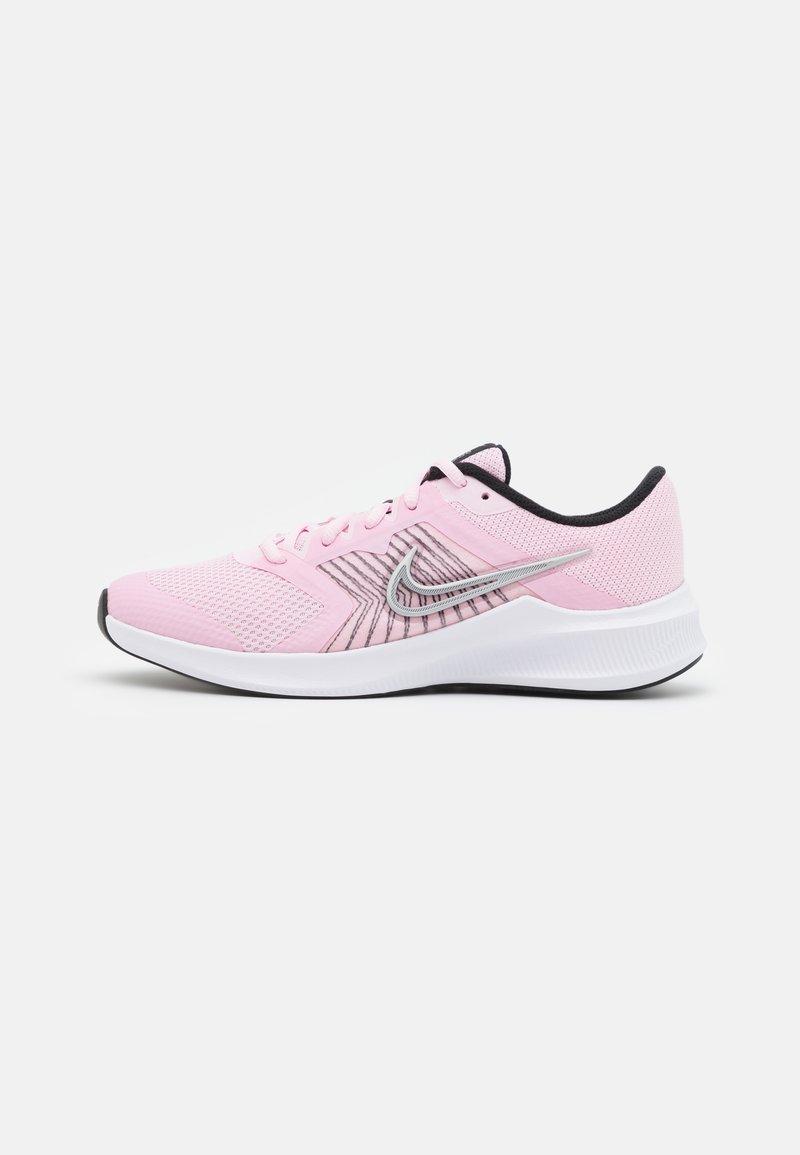 Nike Performance - DOWNSHIFTER 11 UNISEX - Neutrální běžecké boty - pink foam/metallic silver/black/white