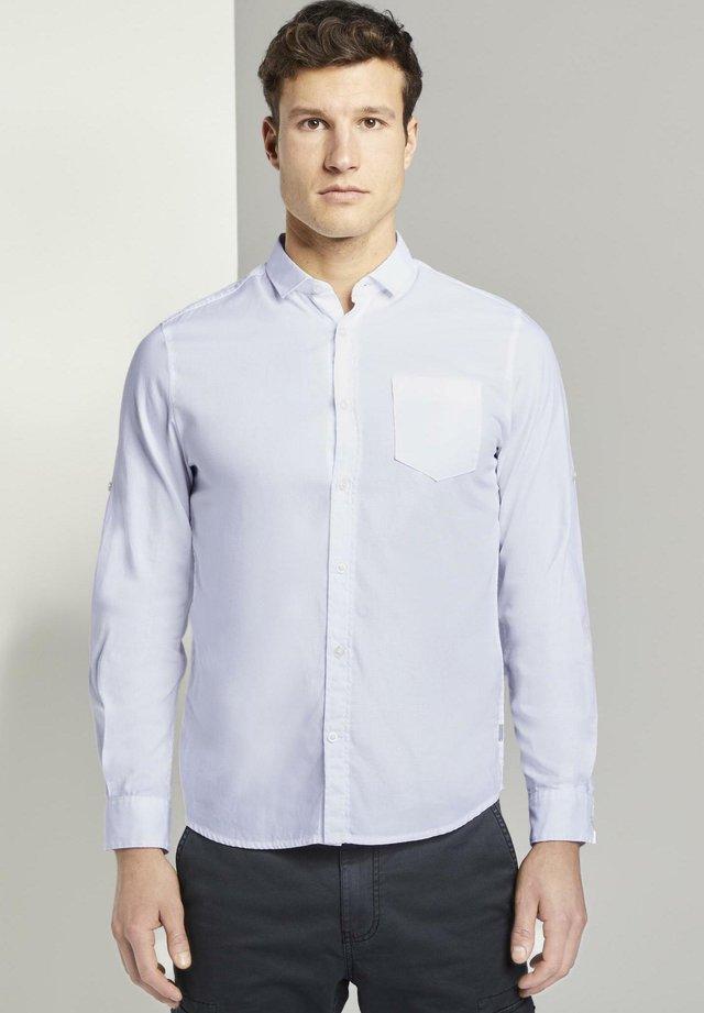 RAY DOBBY SHIRT WITH ROLL UP - Koszula - white