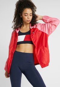 Tommy Sport - BLOCKED WITH LOGO - Windbreaker - red - 0