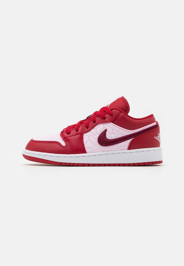 AIR 1 LOW SE UNISEX - Chaussures de basket - gym red/dark beetroot/pink foam
