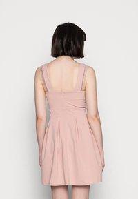 WAL G. - SKATER DRESS - Žerzejové šaty - blush pink - 2