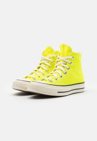 Converse - CHUCK TAYLOR ALL STAR 70 UNISEX - High-top trainers - lemon/egret/black - 1