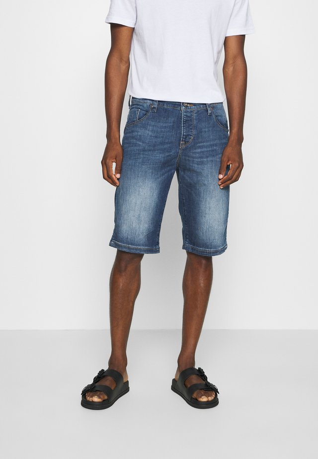 BERMUDA - Jeansshorts - denim blue