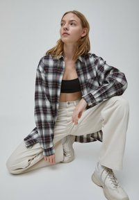 PULL&BEAR - Button-down blouse - rose - 3