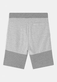 Guess - JUNIOR ACTIVE - Teplákové kalhoty - light heather grey - 1