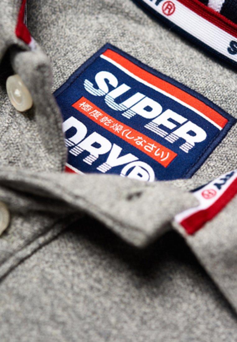 Kup najnowsze Gorąca wyprzedaż Superdry Koszulka polo - light grey | Odzież męska 2020 aGdAe