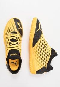 Puma - FUTURE 5.4 IT - Indoor football boots - ultra yellow/black - 1