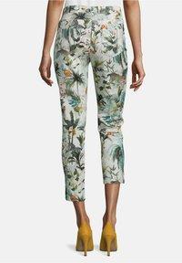 Betty Barclay - MIT AUFDRUCK - Trousers - nature/khaki - 2