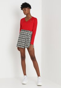 Lacoste - V-NECK - Långärmad tröja - imperial red - 1