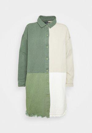 COLOURBLOCK OVERSIZED DRESS - Dongerikjole - green