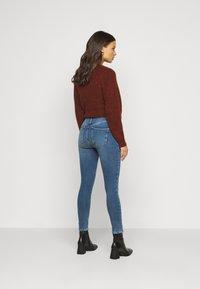 New Look Petite - CONTOUR - Skinny džíny - mid blue - 2