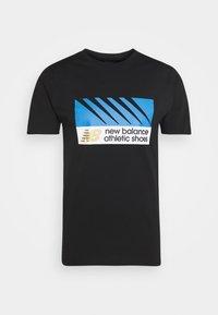 New Balance - ATHLETICS VILLAGE TEE - Print T-shirt - black - 4