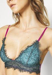 Dora Larsen - MARIA PADDED TRIANGLE - Triangle bra - dark green - 5