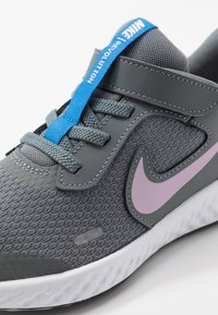 Nike Performance - REVOLUTION 5 - Laufschuh Neutral - smoke grey/iced lilac/white/soar - 2