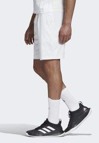 adidas Performance - ERGO SHORT - Sportovní kraťasy - white / scarlet - 4