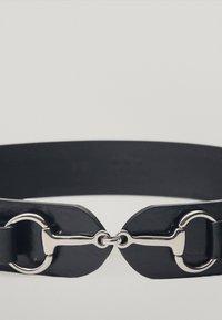 Massimo Dutti - MIT DOPPELTER TRENSE - Waist belt - black - 3