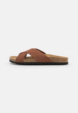 ONLMADISON LEATHER SLIP ON - Domácí obuv - nude