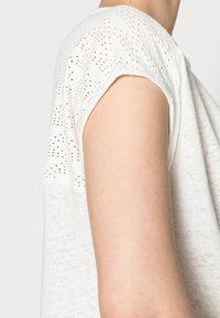 Opus - SEYMONA - Print T-shirt - milk - 4
