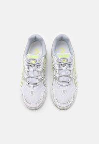 ASICS SportStyle - GEL 1090 UNISEX - Tenisky - white/pure silver - 3