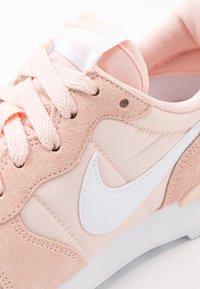 Nike Sportswear - INTERNATIONALIST - Trainers - washed coral/white - 2