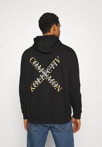 Common Kollectiv - SLASH HOOD UNISEX - Sweatshirt - washed black - 2