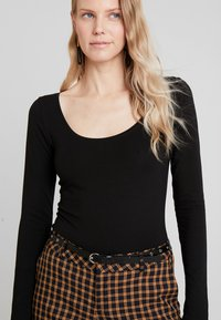 Anna Field - BASIC ROUND NECK LONG SLEEVES - Bluzka z długim rękawem - black - 0