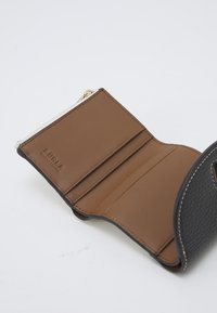 Furla - NET COMPACT WALLET - Peněženka - nero/talco - 5