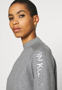 Calvin Klein - FUNNEL NECK LOGO DRESS - Shift dress - mid grey heather - 3
