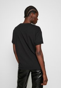 Replay - T-shirt con stampa - black - 2