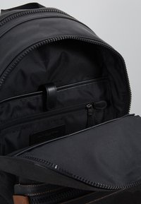 Coach - ACADEMY BACKPACK WITH PATCH - Reppu - black wild beast - 4