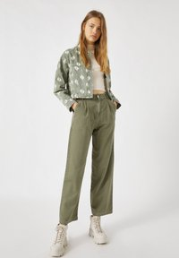 PULL&BEAR - Flared Jeans - green - 1