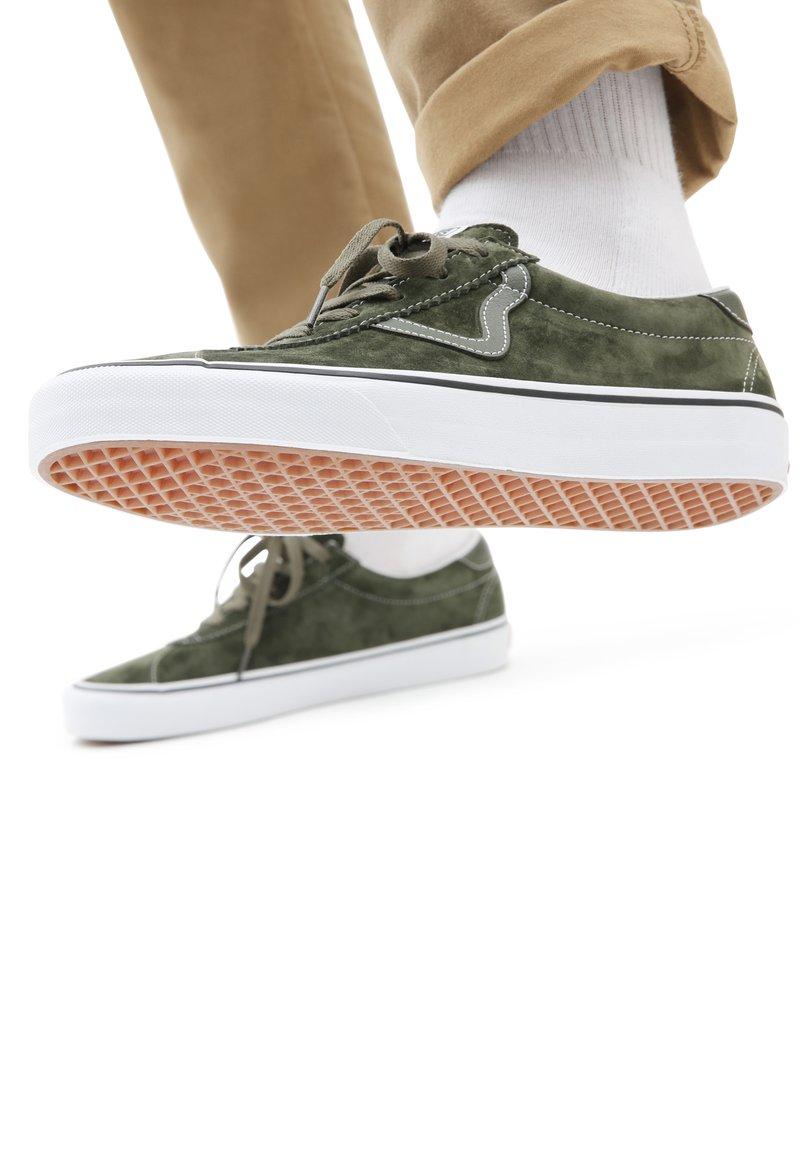 Vans - UA VANS SPORT - Sneakers - (pig suede) olive/true white