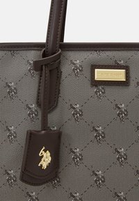 U.S. Polo Assn. - HAMPTON SHOPPING BAG PRINTED - Handbag - brown - 4