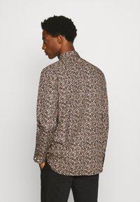 Selected Homme - SLHREGPEN-HUNTER SHIRT  - Overhemd - black - 2