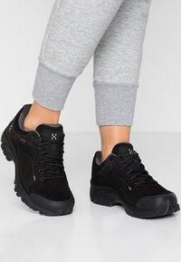 Haglöfs - HIKINGSCHUH RIDGE GT WOMEN - Hiking shoes - true black - 0