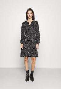 ONLY - ONLZILLE FRILLNECK DRESS  - Kjole - black/white ditsy - 0