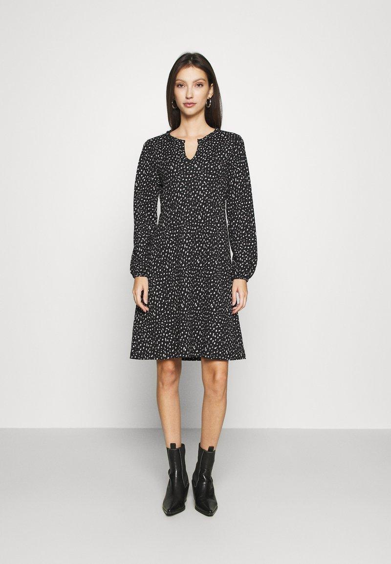 ONLY - ONLZILLE FRILLNECK DRESS  - Kjole - black/white ditsy