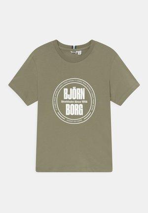 SPORT TEE UNISEX - T-shirt print - oil green