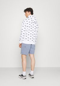 Nike Sportswear - CLUB HOODIE SCRIPT - Hættetrøjer - white - 2