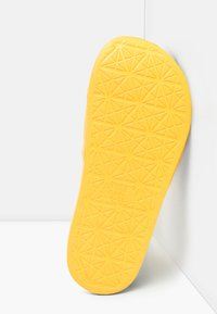 The North Face - W BASE CAMP SLIDE II - Pool slides - summit gold/tnf white - 4