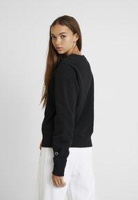 Champion Reverse Weave - SMALL SCRIPT CREWNECK - Sweatshirt - black - 2