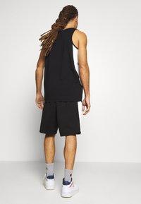 New Era - NBA CONTRAST SHORT CHICAGO BULLS - Pantaloncini sportivi - black - 2