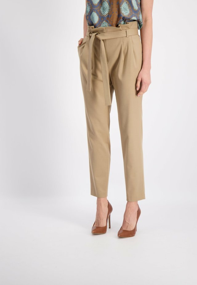 HOSE - Pantaloni - beige