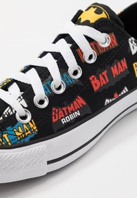 Converse - CHUCK TAYLOR ALL STAR X BATMAN - Baskets basses - white/black/multicolor - 5