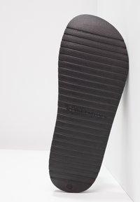 Calvin Klein Jeans - CHRISTIE - Sandály do bazénu - black - 6