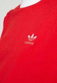 adidas Originals - ADICOLOR 3 STRIPES LONGSLEEVE TEE - Bluzka z długim rękawem - scarlet - 5