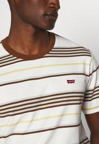 Levi's® - ORIGINAL TEE - T-shirt basic - bright tofu - 5