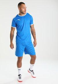 Puma - LIGA - kurze Sporthose - electric blue lemonade/white - 1