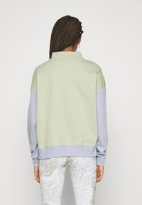 Nike Sportswear - Sweatshirt - olive aura - 2